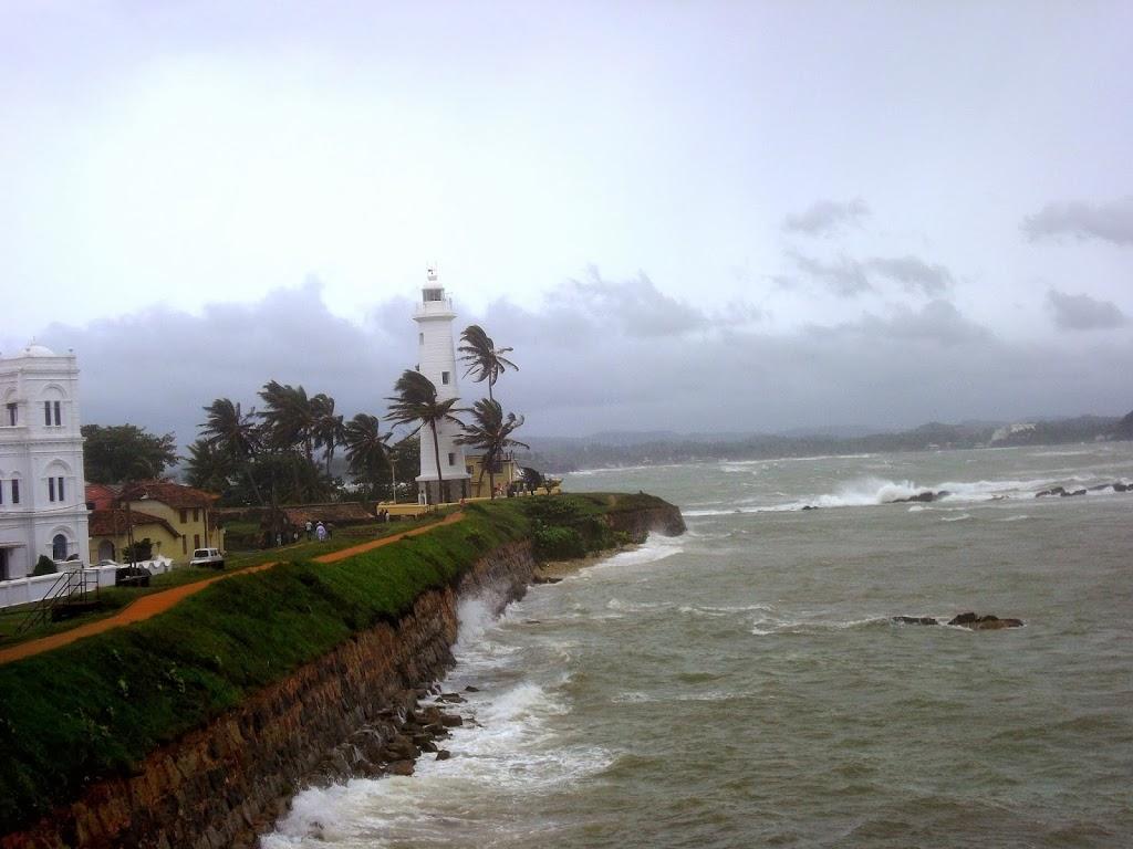bord de mer à Galle, dans la tempête