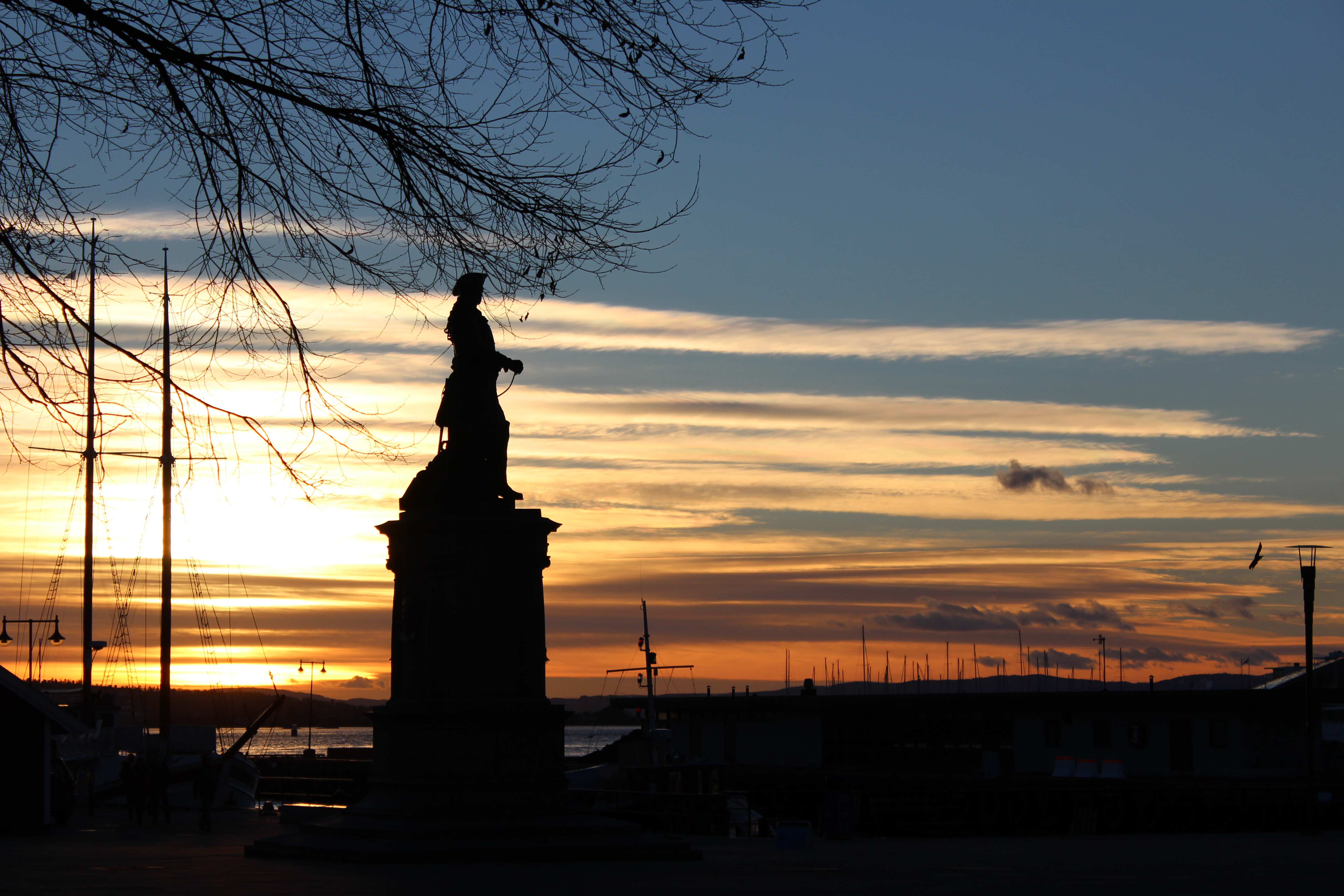 coucher de soleil oslo statue
