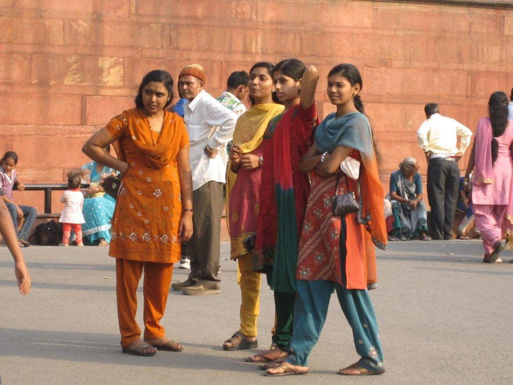 devant le Fort de Delhi Inde