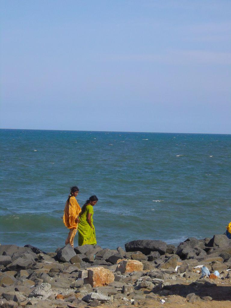 jeunes filles au bord de l'eau Pondichéry